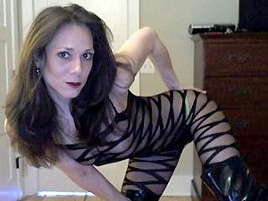 Watch this wet and wild MILF squirt on her naughty webcams shows